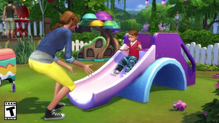 опекун играет с малышом